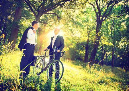 medio ambiente: Concepto del ambiente Business Partnership verde al aire libre