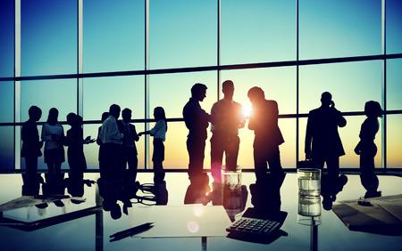administracion de empresas: Gente de negocios Discusión Comunicación Paisaje urbano Reunión Concepto