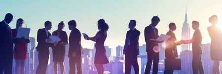 Geschäftsleute in New York im Freien Besprechungs Silhouette Konzept