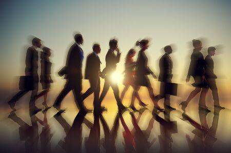 groups of people: Poca gente de negocios de cercanías de Rush Hour Concepto