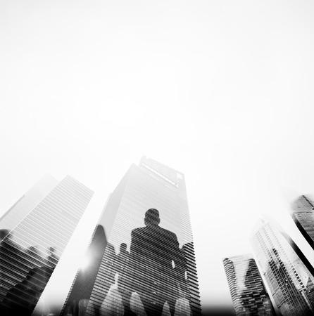 ビジネス: ビジネス人々 ラッシュアワー都市概念を通勤ウォーキング
