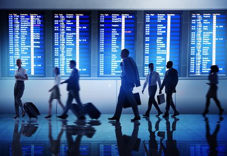 zeitplan: Geschäftsleute Airport Terminal Travel Abreise Konzept