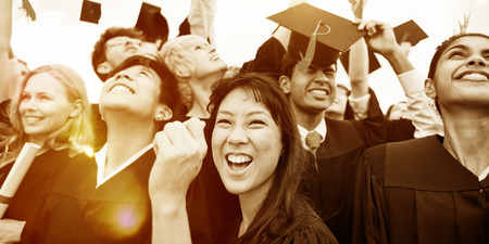オープンエアのお祝いでスロー卒業キャップ 写真素材