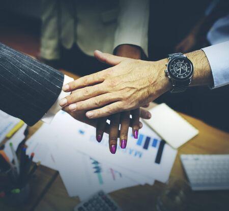 manos juntas: Equipo de Colaboraci�n en equipo Uni�n concepto corporativo