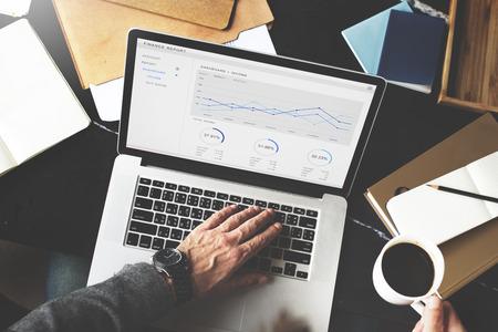 contabilidad financiera: Concepto de Contabilidad de Estadística Informe Financiero de Ingresos Foto de archivo