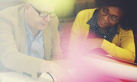 trabajo en equipo: Trabajo en equipo del concepto del asunto Personas Reunión Conexión,