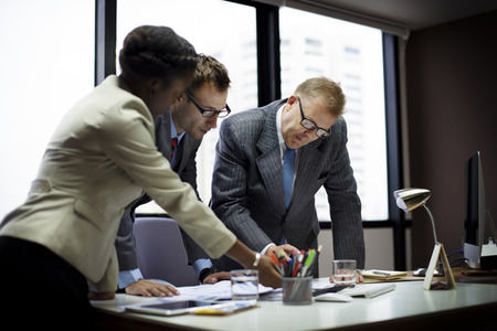 비즈니스 팀 회의 토론 연결 개념
