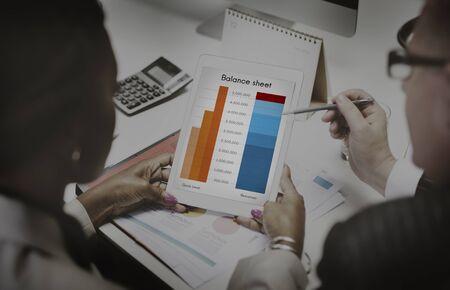 Bilan Objectifs Analyse cibles Concept d'investissement Banque d'images - 49845423