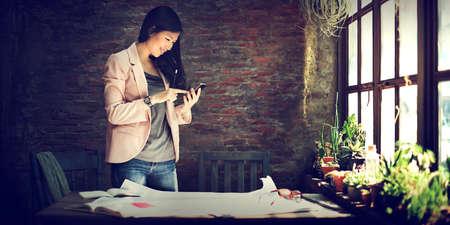 SECRETARIA: Secretario Empresaria que usa el concepto de tel�fono m�vil