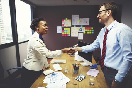 saludo de manos: De negocios del apret�n de manos concepto de la operaci�n de felicitaci�n