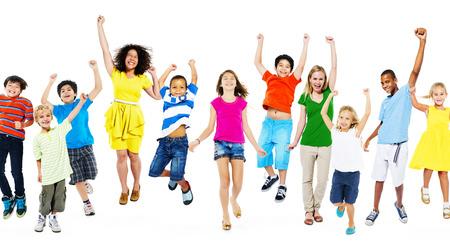 niño saltando: Diversidad étnica diversa concepto etnia Unidad Unión Foto de archivo