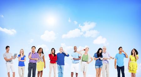 Multi-etnische Social Networking Outdoor Concept Stockfoto