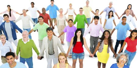 familias unidas: La gente diversa Grupo manos de niños Concepto