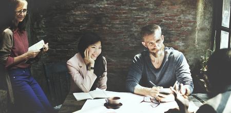 gente trabajando: Diseñador de arquitectura de interiores concepto de la reunión de negocios Foto de archivo