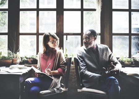 Mensen Talking Communicatie Gesprek werkplekconcept