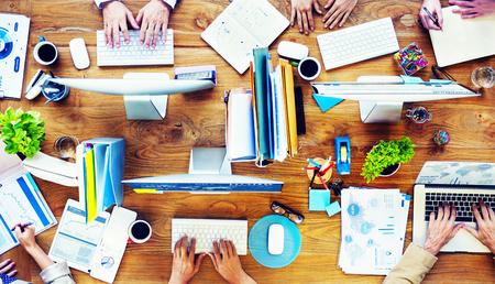 papeleria: Grupo de hombres de negocios de planificación concepto de Trabajo Ocupado