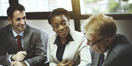 mujer trabajadora: Equipo de negocios Reuni�n de Discusi�n Concepto Conexi�n