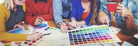 Los diseñadores de Trabajo y Lluvia en un concepto de la reunión