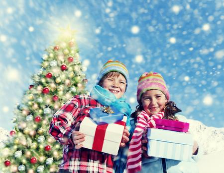 Niños de Navidad de invierno Vacaciones Celebración Concepto Foto de archivo - 51845603