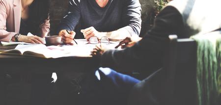 ejecutiva en oficina: La gente de negocios trabajo en equipo de planificación concepto de estrategia de la oficina Foto de archivo