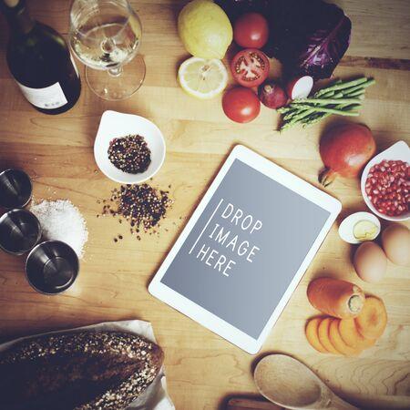 pan y vino: Tableta digital de cocina vegano de la comida concepto copia espacio
