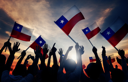 Silhouetten van mensen die Vlag van Chili Stockfoto