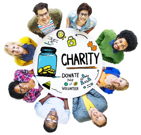 Les gens de l'équipe Ensemble Offrir Aide don Charité Concept