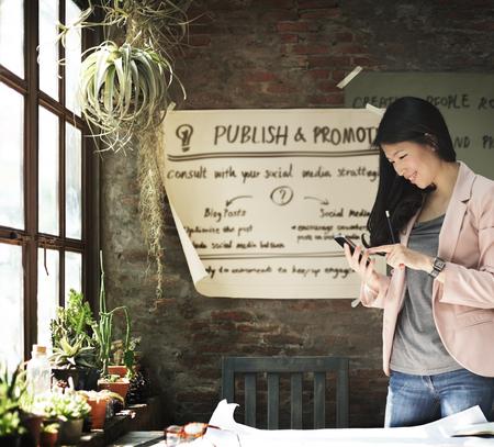 Publier plan conceptuel Promotion commerciale des médias sociaux