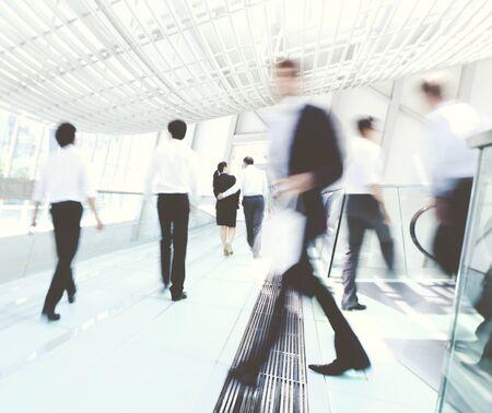 bewegung menschen: Hong Kong Geschäftsleute Pendeln Konzept