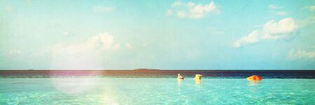 Infinity Pool in de Maldiven Schoonheid in de natuur Concept