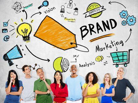 personas pensando: Diversas personas pensando Planificación de Marketing concepto de marca Foto de archivo
