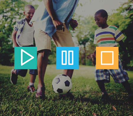 famille africaine: Boutons multimédia Lecture Pause Arrêter Concept