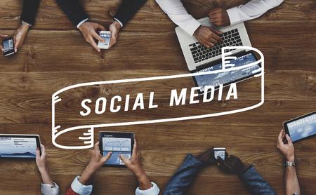 interaccion social: Red de Social Media Web en línea concepto de Internet
