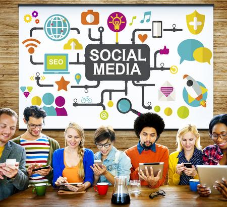 medios de informaci�n: Tecnolog�a Redes sociales Social Media Concept Conexi�n Foto de archivo