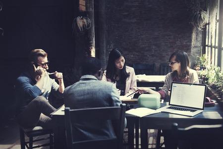 비즈니스 팀 회의 토론 아이디어 개념