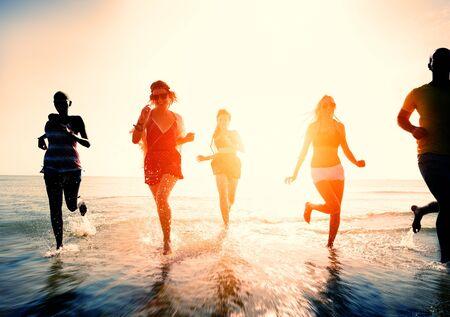 femme africaine: Freedom Beach Amitié été Concept vacances Banque d'images