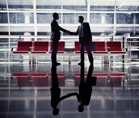 기업인 핸드 셰이크 계약 인사말 비즈니스 개념