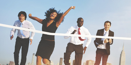 fila de personas: Objetivos de negocio personas Competici�n �xito concepto ganador Foto de archivo