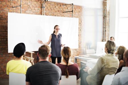 liderazgo empresarial: La gente de negocios Reunión concepto conferencia Seminario