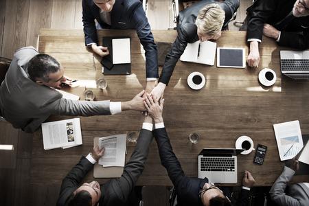 COLABORACION: La gente de negocios trabajo en equipo Concepto Colaboración Relación Foto de archivo