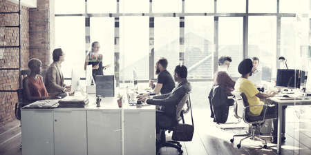 trabajo en la oficina: Equipo de negocios Reuni�n de Trabajo Concepto Hablar