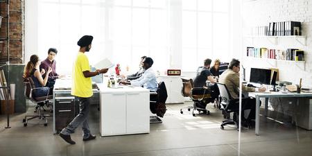 忙しいビジネス チーム作業話コンセプト 写真素材