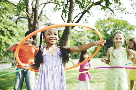 Niño Niños Diversión Niñez Travesura concepto de actividad de los niños