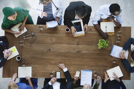trabajo en equipo: Trabajo en equipo médico Reunión concepto del cuidado médico Diagnóstico