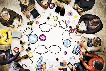 mercadeo en red: La gente de reuniones Conexi�n a redes sociales concepto de la comunicaci�n