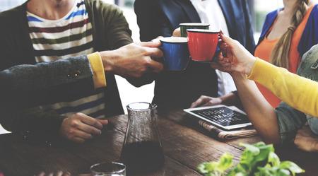 připojení: Lidé Setkání Přátelství Togetherness Coffee Shop Concept