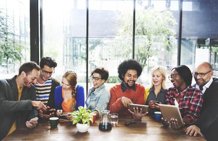 Menschen Meeting Kommunikationstechnologie Digitale Tablet-Konzept Standard-Bild - 52337621