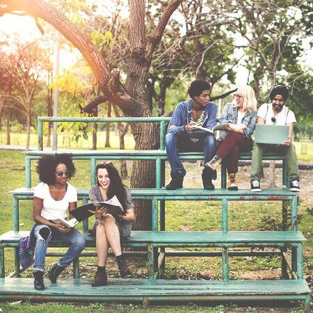 adolescencia: La adolescencia amigos de amigos alegre disfrutando Concepto Relaci�n