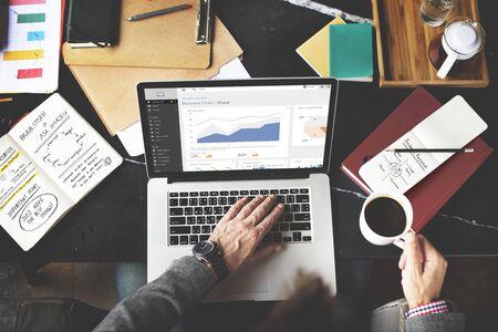 redes de mercadeo: Business Chart Working Laptop Analysis Internet Concept