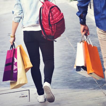 capitalismo: Pareja de compras capitalismo goza de gasto Concepto Romance Foto de archivo